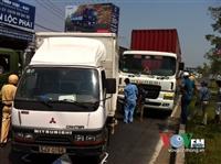 Xe tải va chạm container, quốc lộ 1 ùn ứ kéo dài